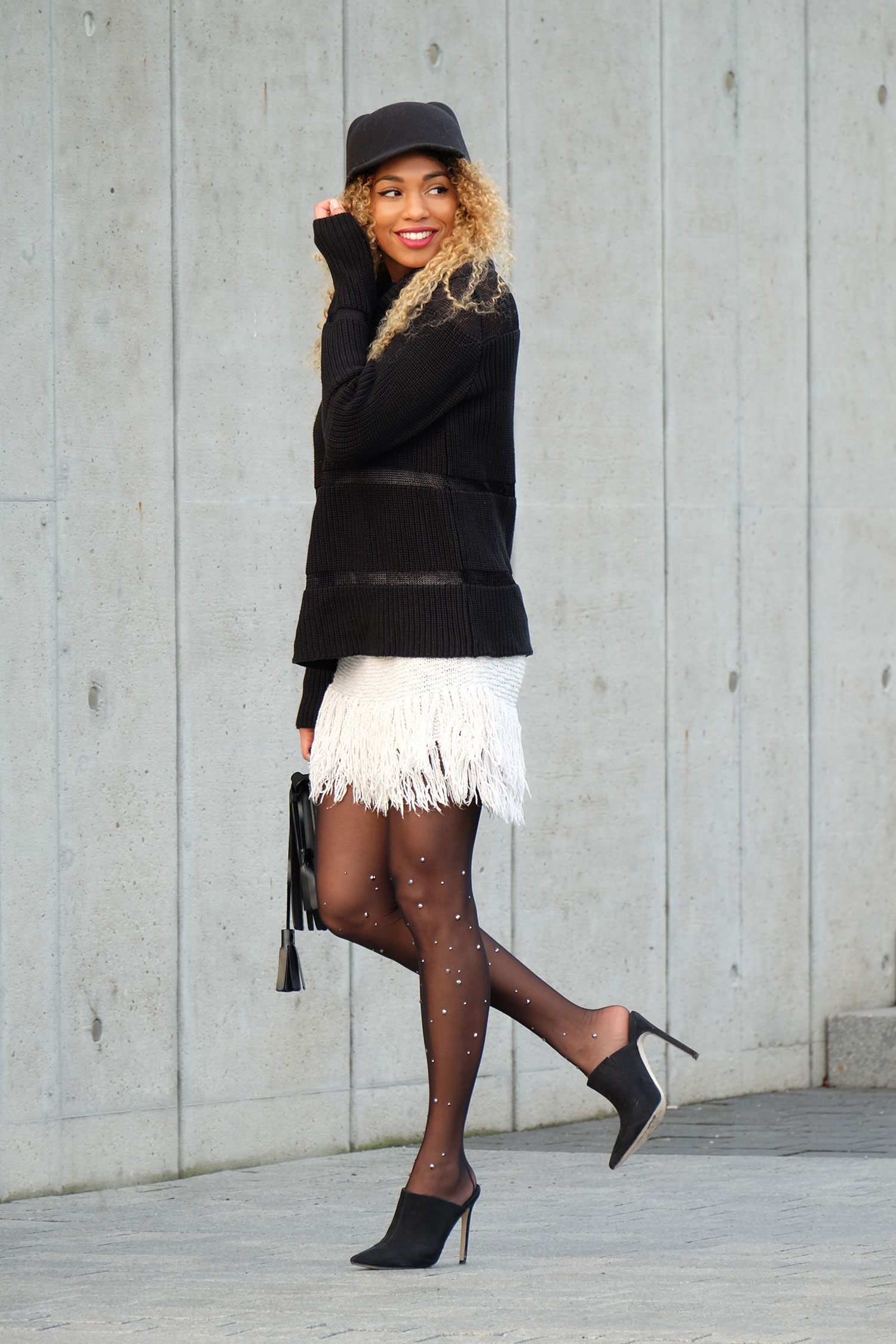 knit-fringes-ans-diamond-tights