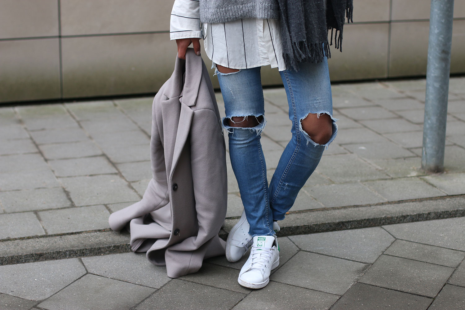 curls-all-over-ripped-jeans-and-oversized-shirt