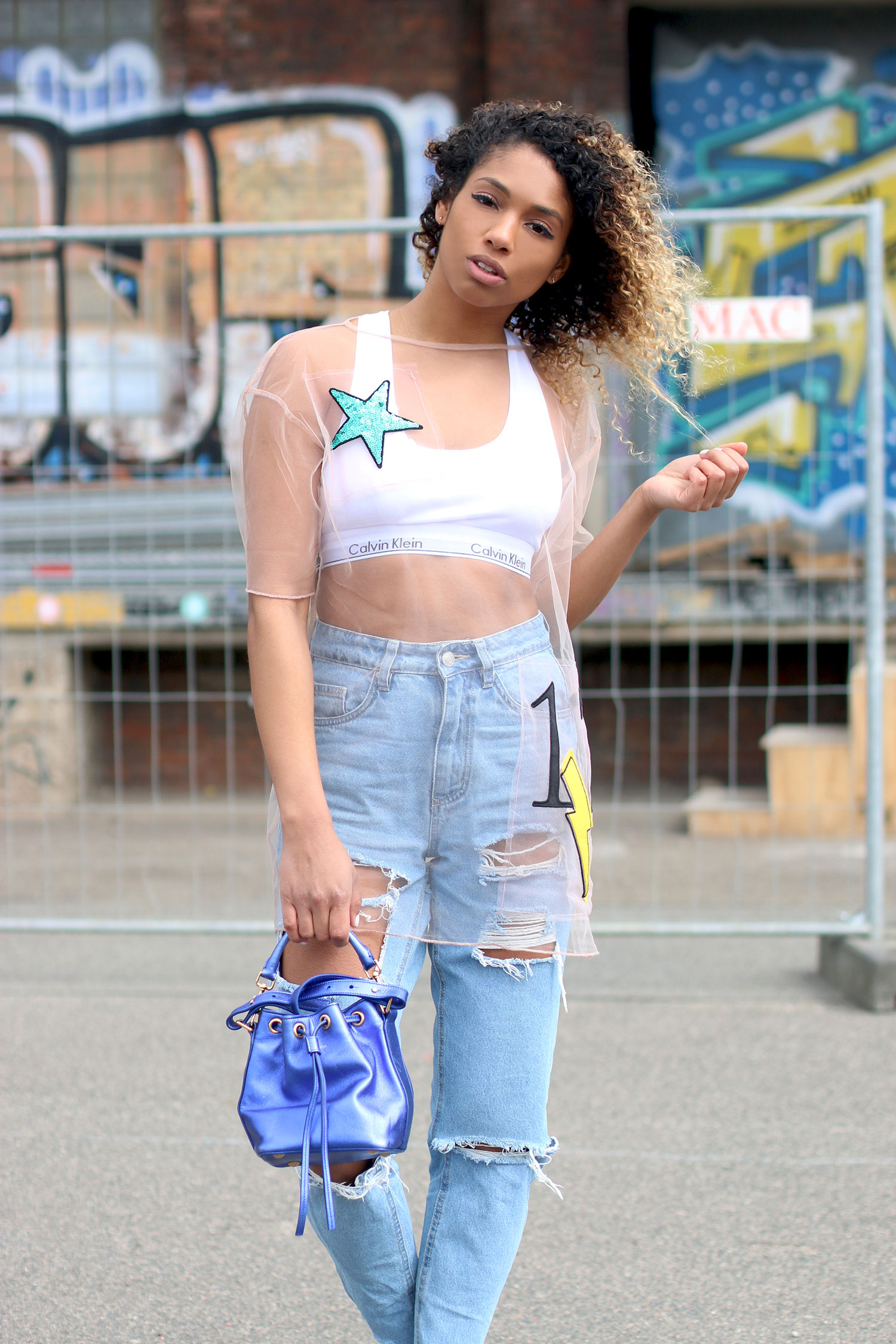 curls-all-over-street-style